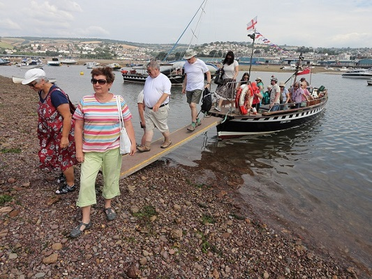 Coming ashore with our Yaroslavl guests — with Marilyn Pegg, Nina Chernushkina, Ludmilla Korbut, ирина ефимова, Peter Barker and Ira Starodubtseva at Teignmouth & Shaldon Ferry