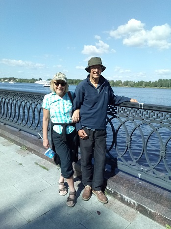 Exeter Yaroslavl Twinning Association members John and Joyce in Yaroslavl — at Ярославль. Набережная р. Волги