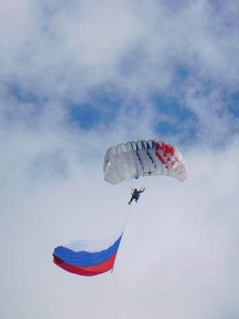Parachutist - air display in honour of Valentina Tereshkova — in Yaroslavl