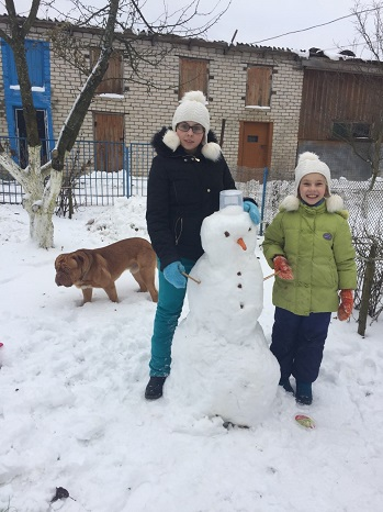 That's what I call a snowman! Alexey and Olga's children making a snowman in Yaroslavl — in Yaroslavl.